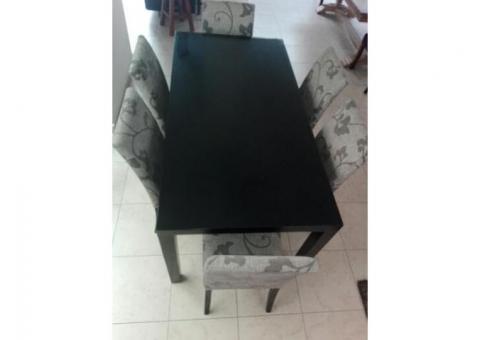 Comedor de madera y 6 sillas