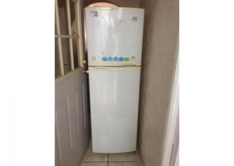 Remato Refrigerador LG, dos hornos de microondas y una tina de baño