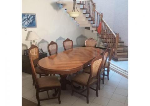 Comedor Provenzal con trinchador y 8 sillas magnificas condiciones